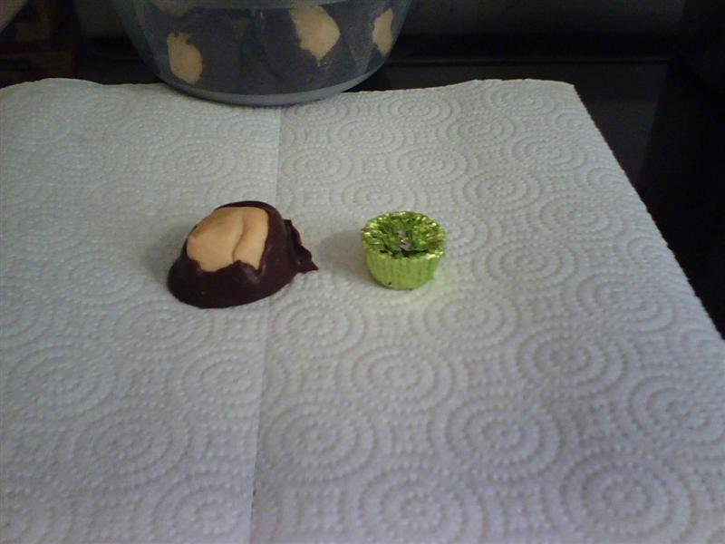 Buckeye compared to Reese's miniature cup